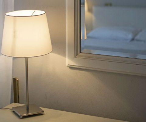 Hotel Positano camera matrimoniale lampada