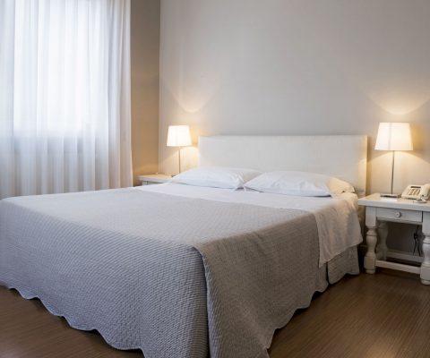 Hotel Positano camera matrimoniale letto
